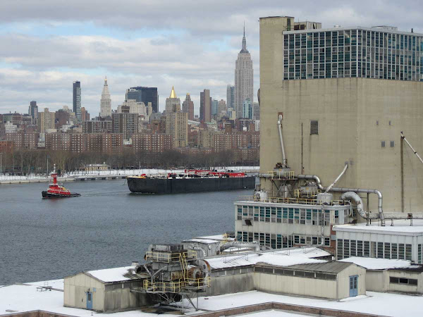 Snow Boat Domino - A tug and barge pass the Domino plant in Williamsburg.