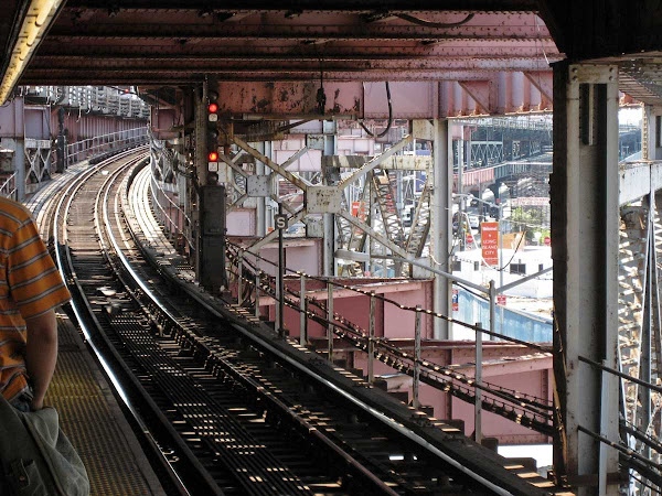 Pink Plaza - Looking south from the platform at Queensboro Plaza.