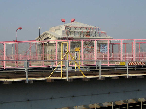 Bright Hut - A maintenance hut near the Brooklyn end of the Williamsburg Bridge.