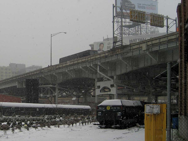 LIE Alpine Incline - In Long Island City, traffic climbs the LIE from the Midtown Tunnel.