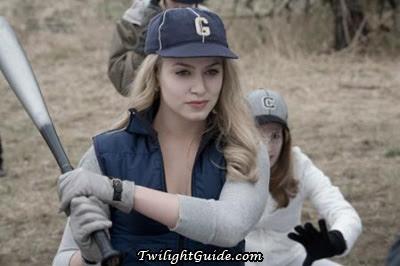 http://3.bp.blogspot.com/_Jafr4Xjnwqw/SdPYeE_NdEI/AAAAAAAAAYo/LgC-qizWENg/s400/rosalie-baseball.jpg