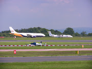 Manchester Airport Aviation Viewing Park, Greater Manchester, England2004 . (img )