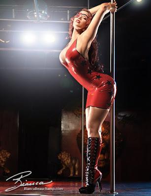 Chica Striper en Rojo