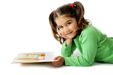 Anak Usia 4 dan 7 Tahun Punya Kecepatan Belajar Baca yang Sama