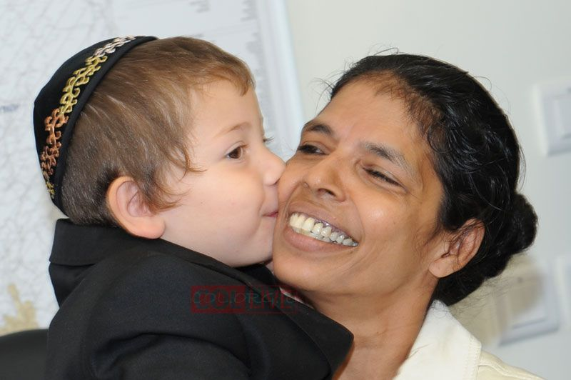 "give to Rabbi Gabi and Ima Rivky, I give to all of Israel,"" Sandra ...: www.gruntig.net/2010/09/moshe-holtzberg-nanny-sandra-samuel.html"