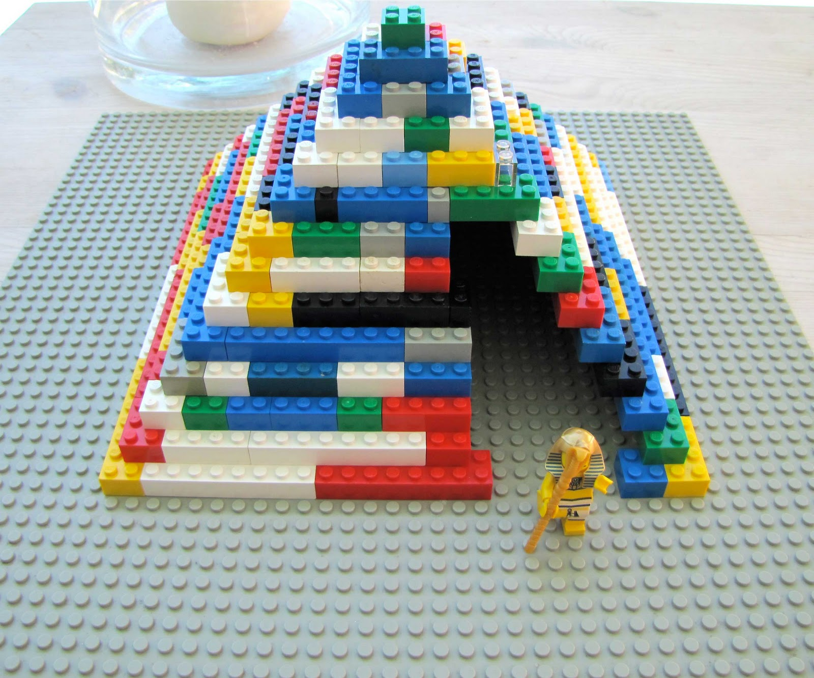 how to make a pyramid out of legos