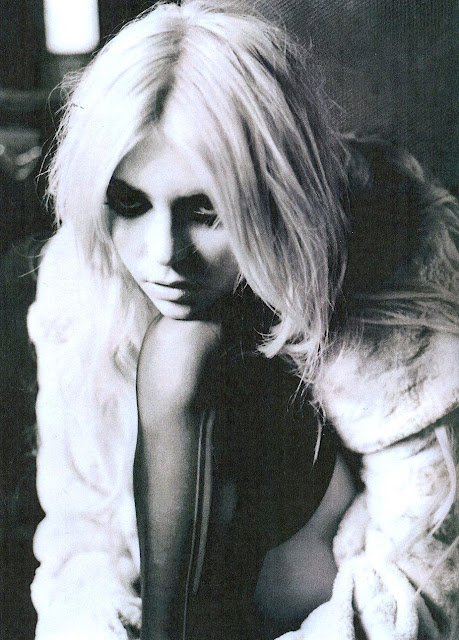 Taylor Momsen sexy hot Wonderland