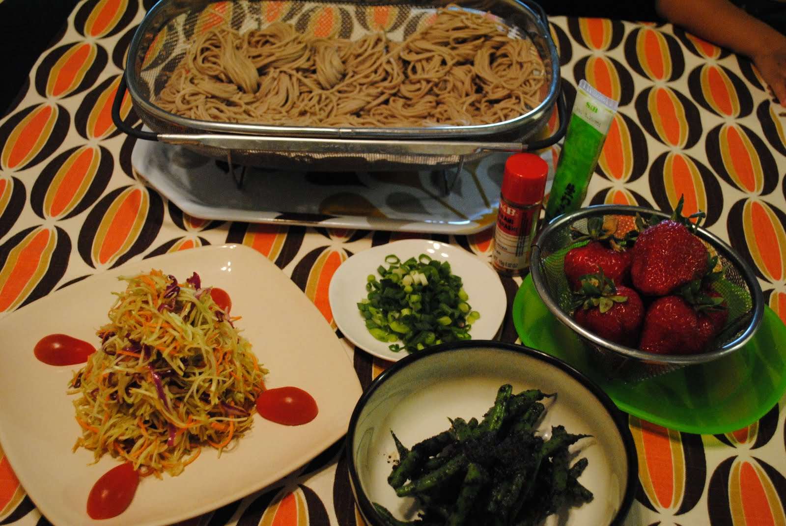 bento japanese lunch box saturday soba and asian slaw. Black Bedroom Furniture Sets. Home Design Ideas