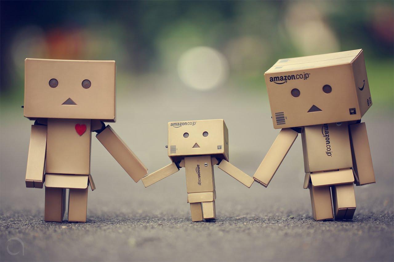 http://3.bp.blogspot.com/_JhJe_UoTYl4/THW5rKufskI/AAAAAAAABM4/adS4Dg1w7lU/s1600/tiny-cardboard-family.jpg