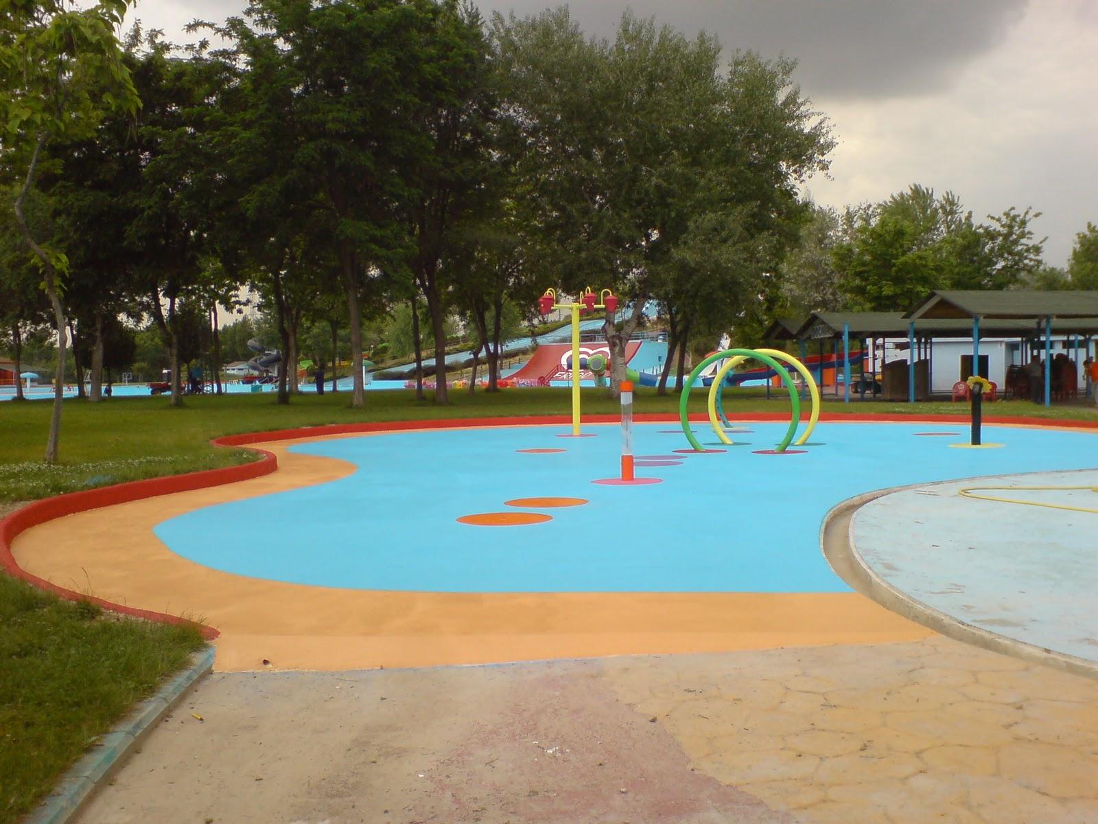 Mu oz decoraci n y reformas construcci n y pintura de una piscina infantil en el aqu polis de - Piscina san fernando de henares ...