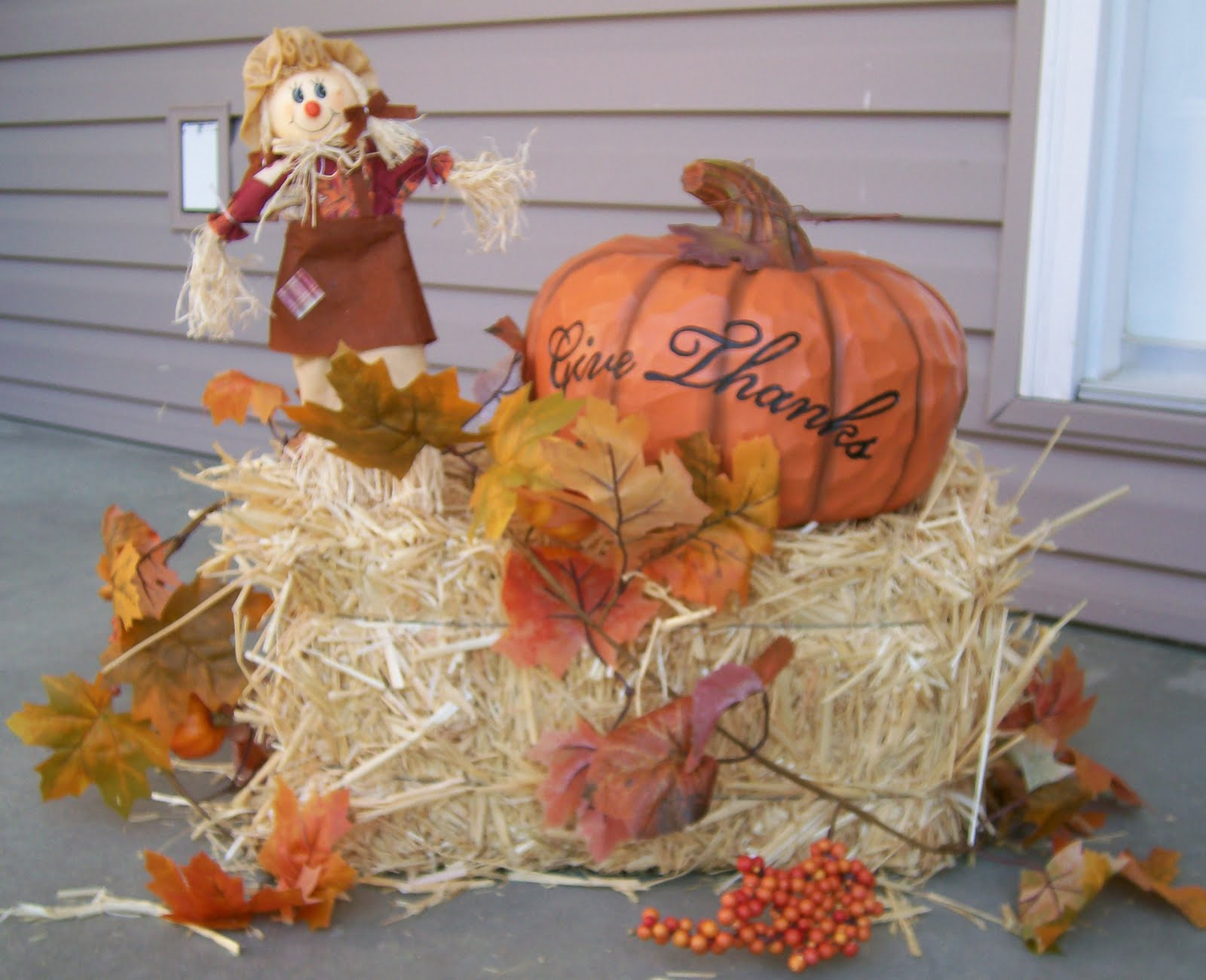 Fall decorations for Bales of hay for decoration