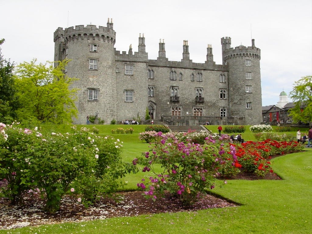 http://3.bp.blogspot.com/_Jidy_QuNt3M/TBZi2hFU6CI/AAAAAAAAD90/QSDhaw4-NoM/s1600/Kilkenny+Castle+%26+Roses.jpg