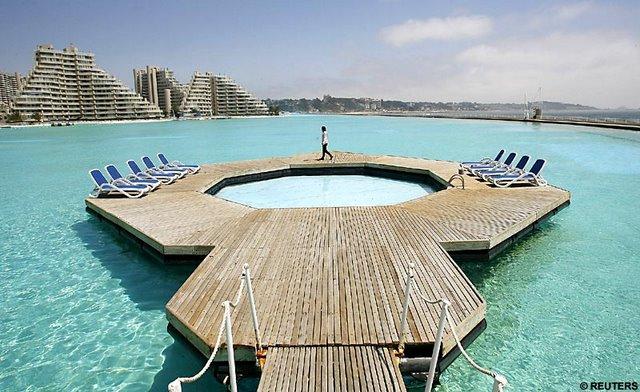 http://3.bp.blogspot.com/_JjZ3n3-E-0Y/TS-7xep8YeI/AAAAAAAAATw/FHYwEq-sLyY/s1600/kolam-renang-terbesar-02.jpg