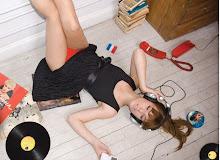 LISTENING MUSIC !