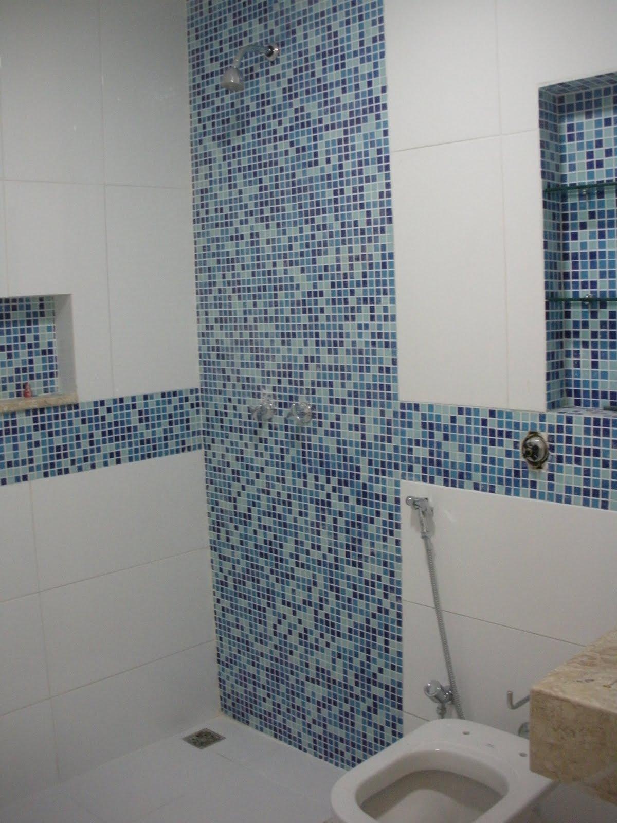 Gleide casa nova: Banheiro azul!! #404C5E 1200x1600 Azul Para Banheiro