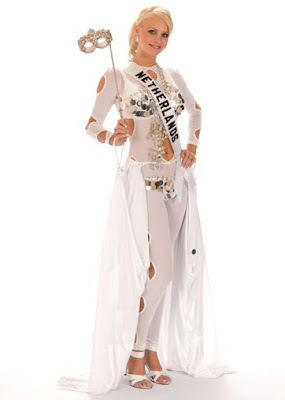 Netherlands National Costume http://lastresestrellas.blogspot.com/2008/06/miss-u-fever.html