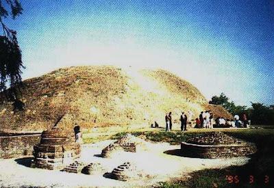 Cremation stupa  Rambhar Jhil  Kushinagar  IndiaKushinagar Park