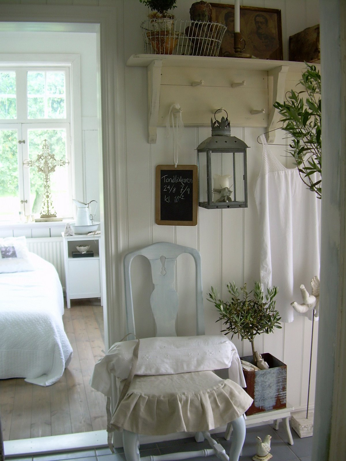 Luv decorating another white inspirations - Faroles de jardin ...