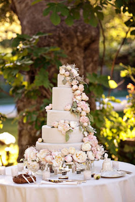 Wedding+Cake+from+Ruffled Pretty Flowers