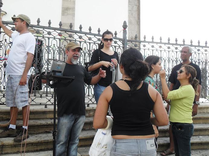 Alunos da Cap escola gravamdo comercial politico em frente a igreja do Bomfim