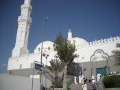 Jamaah menziarahi Masjid 2 kiblat