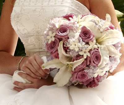 Holding a wisely selected winter wedding bouquet in your hands will make