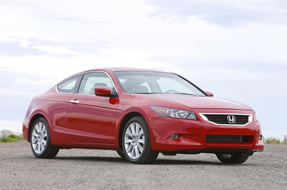 The 2010 Honda Accord sees no major changes. Four-cylinder and V6-powered