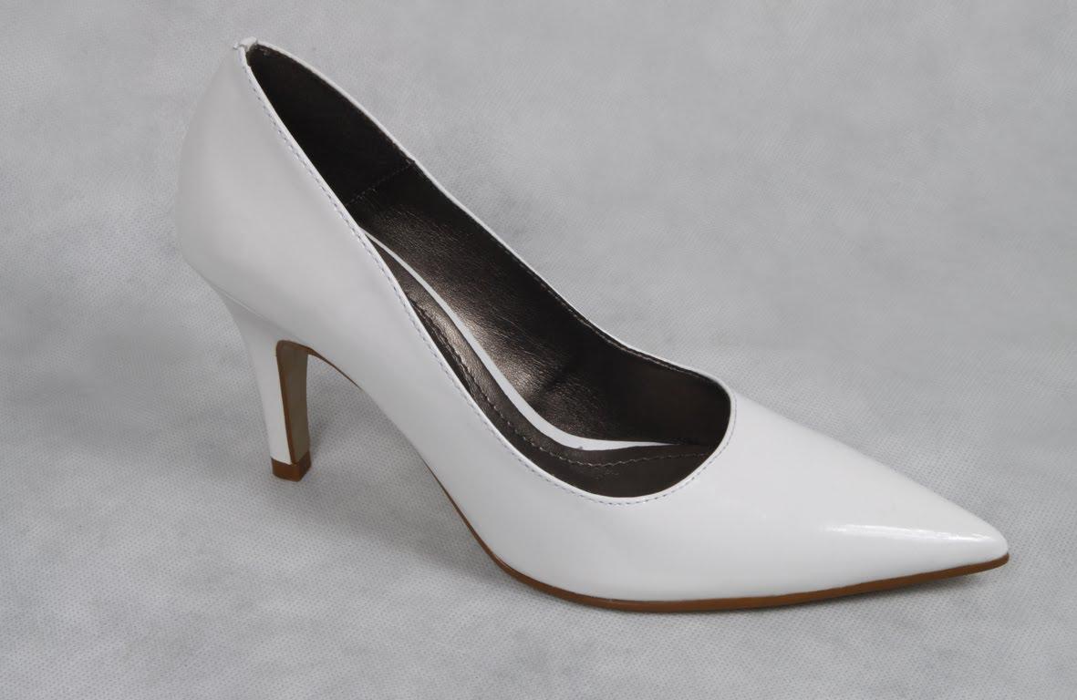 7b7d78a0f ... neste caso prefira os calçados simples e de pouco detalhe, assim  deixará o visual mais bonito e elegante. É preciso ter bom senso e não  exagerar no ...