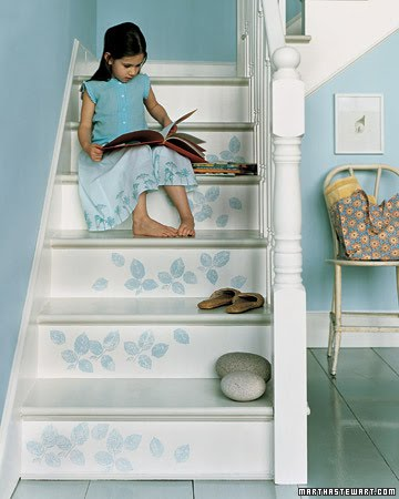 [blue+interior_stairs.JPG]