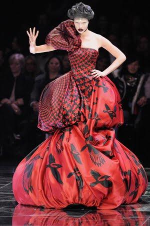Уникална рокля на Александър МакКуин