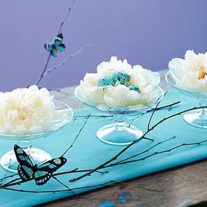 Декорация за маса за Великден в бяло и синьо
