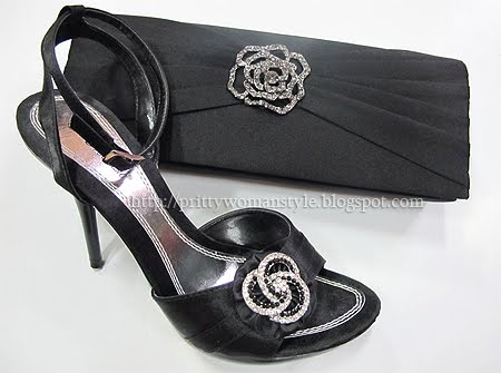 черни сандали и чанта
