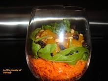 Salade de carottes aux mandarines et aux noix de pin