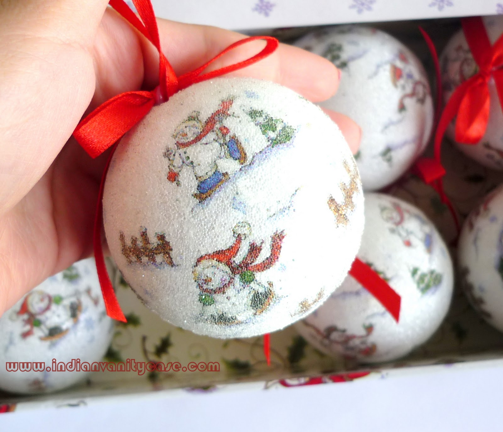 Indian Vanity Case: Cute Christmas Snowballs