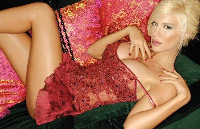 hermosa-modelo-se-desnuda videos -