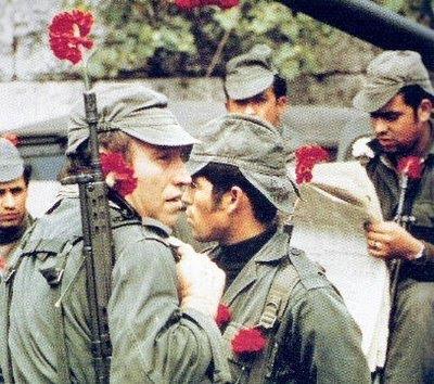 Soldados com cravos na extremidade das espingardas