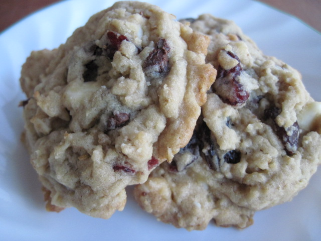 Sweetflutterbys3: White Chocolate Chip Cherry Oatmeal Cookies