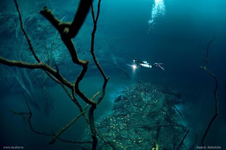 sungai di dalam laut Cenote Angelita
