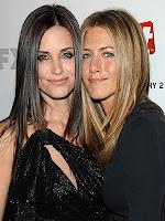 Rachel e Monica do Friends terminam juntas em Dirty! Que confusão...