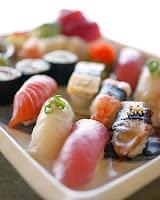 Almoço de empresa é chato demais! Principalmente as mesas cheias de gente pedindo sushi!