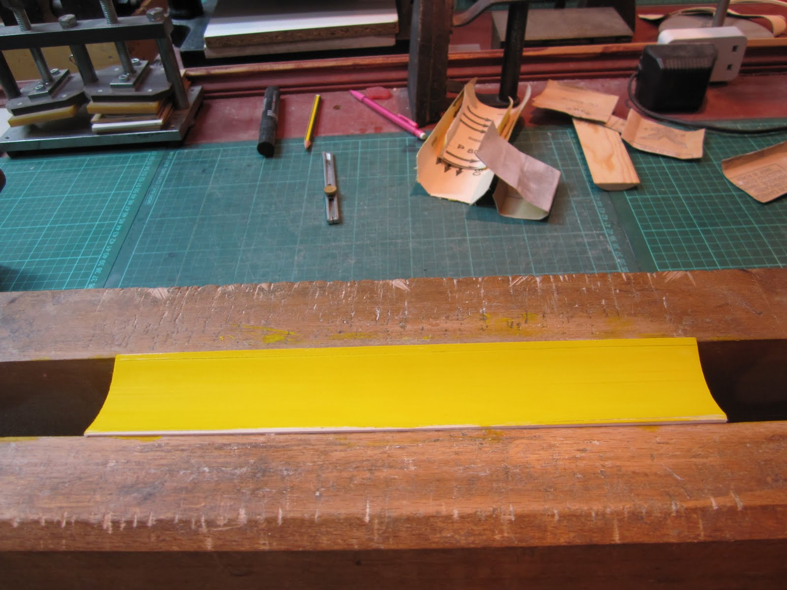 Colour book edges - After Sanding The Edges Colour Is Applied In This Case A Simple Yellow Wash