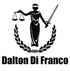 Graduado e professor de Direito
