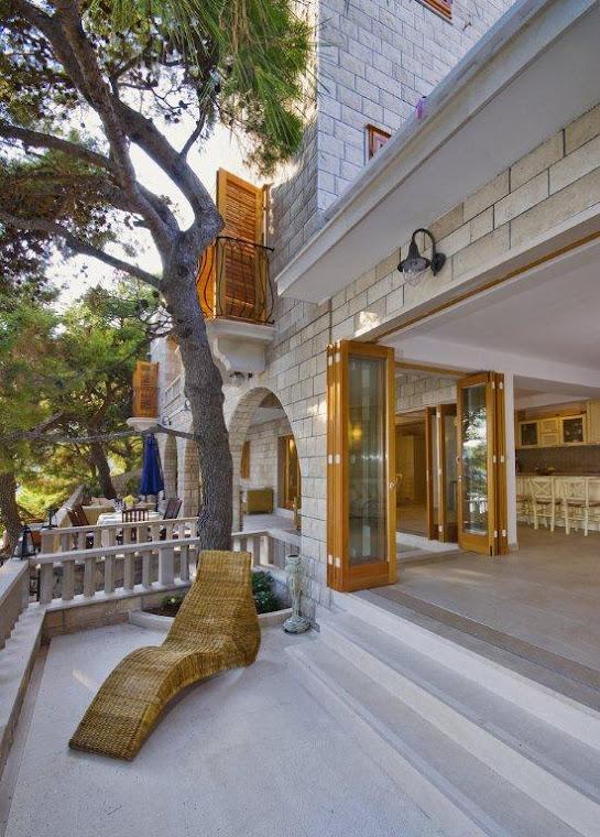 Indoor/outdoor sitting room with Bi Fold Doors