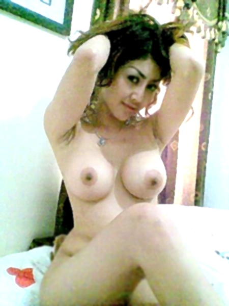 girl flat chested nude