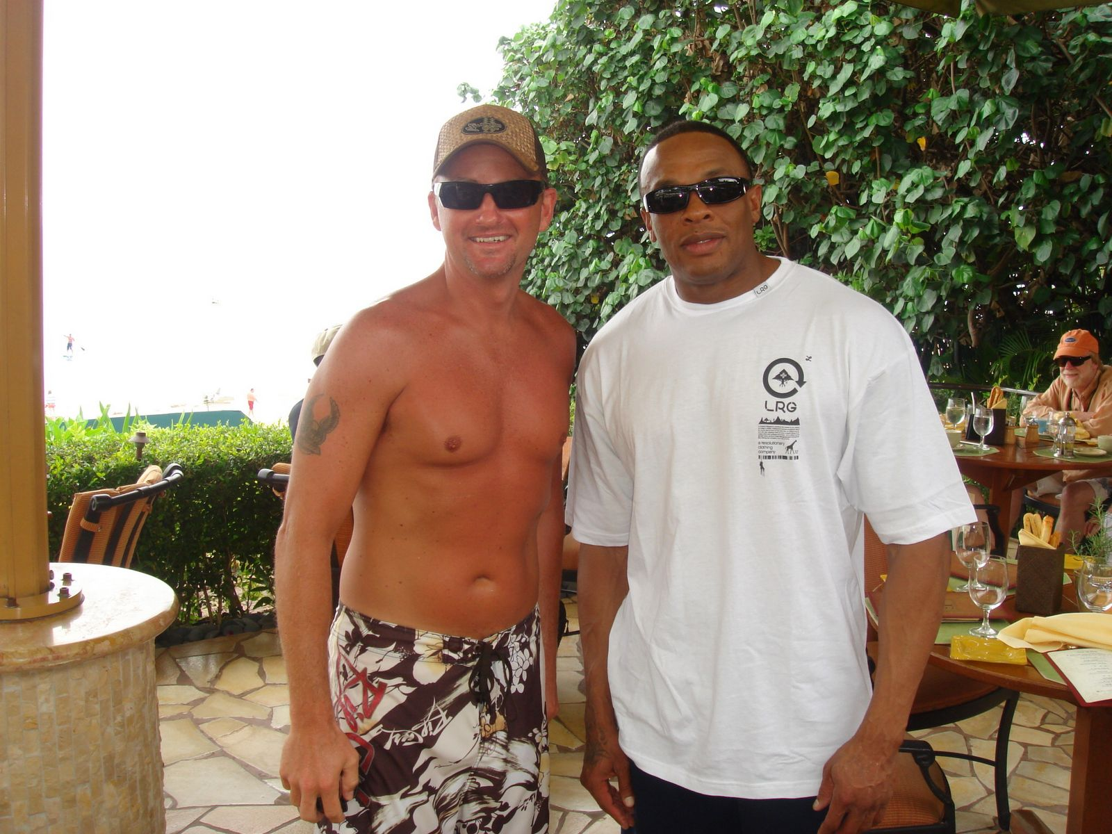 [Dr.+Dre+and+hawaii+friend]
