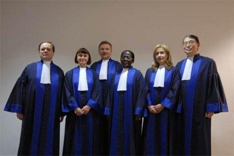 [ICC-CPI2006_47-024.jpgles+6+juges+CPI]