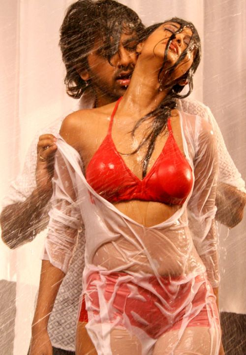 hot-sexy-indian-desi-heroine-south-tamil-telugu-hindi-bollywood-actress-love-romance-masala-scenes-navel-boob-press-hug-kissing-kiss-smooch