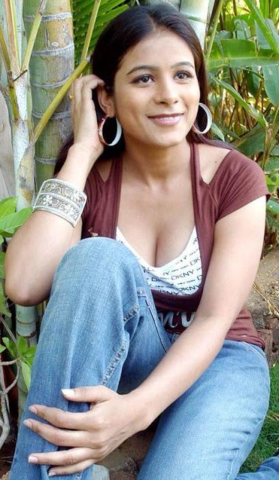 rishika sizzling actress pics
