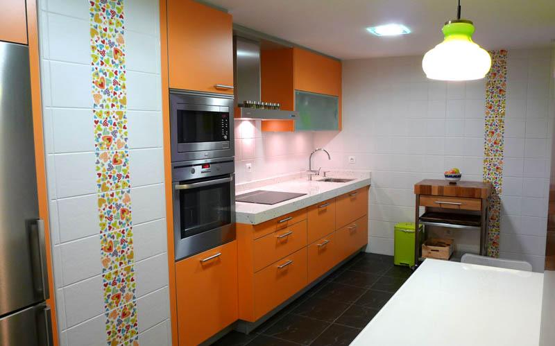Combinacion de colores para cocina decorar tu casa es - Cocina blanca y naranja ...