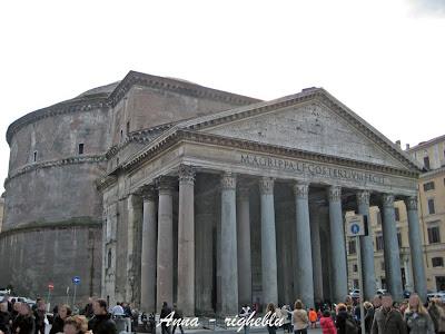 Idee weekend e vacanze roma piazza della rotonda for Esterno pantheon